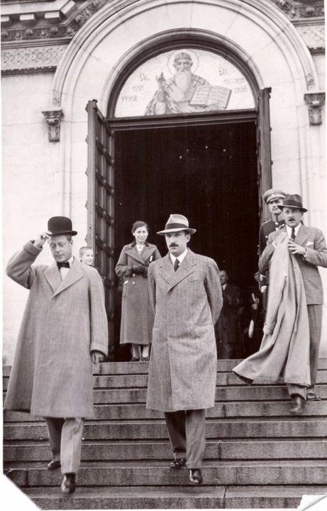"""Цар Борис III и неговият гост британският крал Едуард VIII посещават храма-паметник """"Св. Ал. Невски"""", 1936 г."""