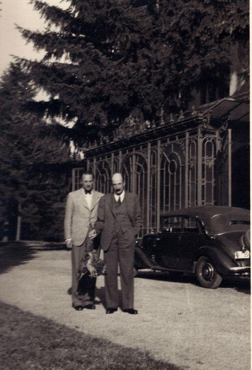 Царят и Княз Кирил след лов на фазани в дворцовата маркиза, 1938 г.