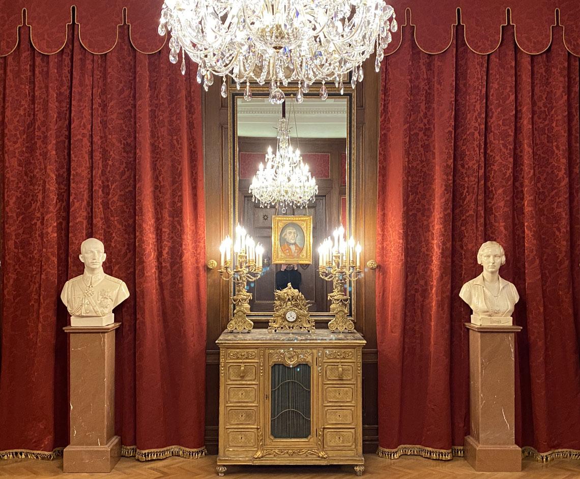 Царски Дворец Врана, Огледало