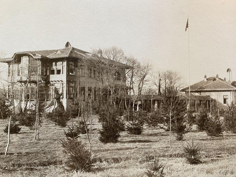 Първата сграда във Врана, 1904 г.