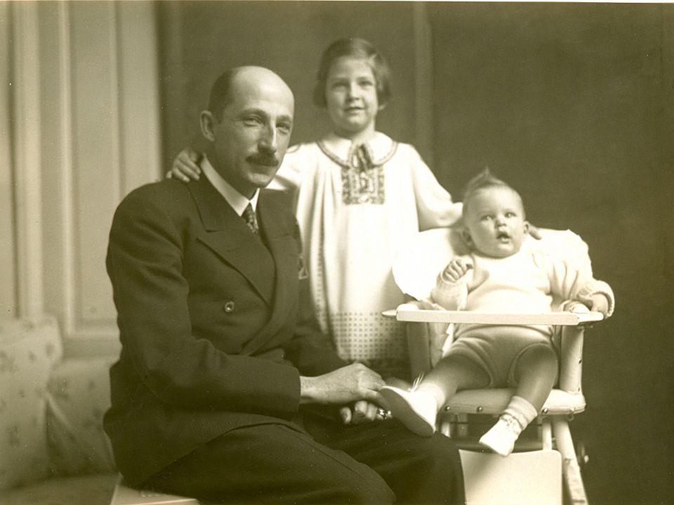 Цар Борис III с децата си Княгиня Мария Луиза (*1933) и Княз Симеон (*1937)