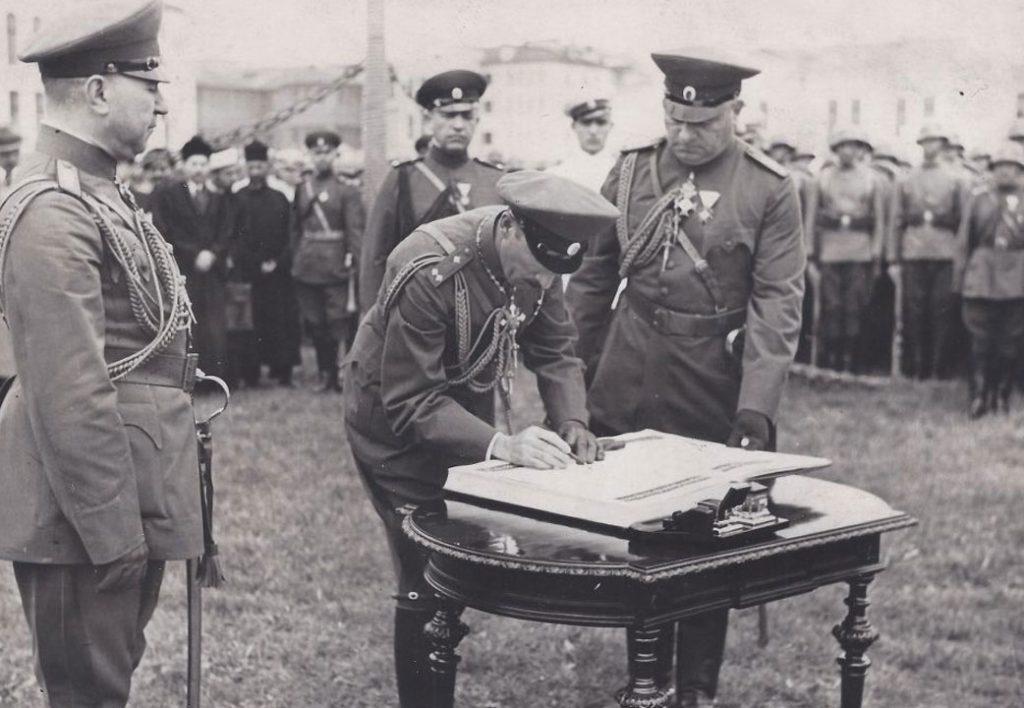Н.В. Цар Борис III зачислява своя първороден син и наследник на престола в чиновете на войската, Военното на Негово Величество училище, юни 1937 г.