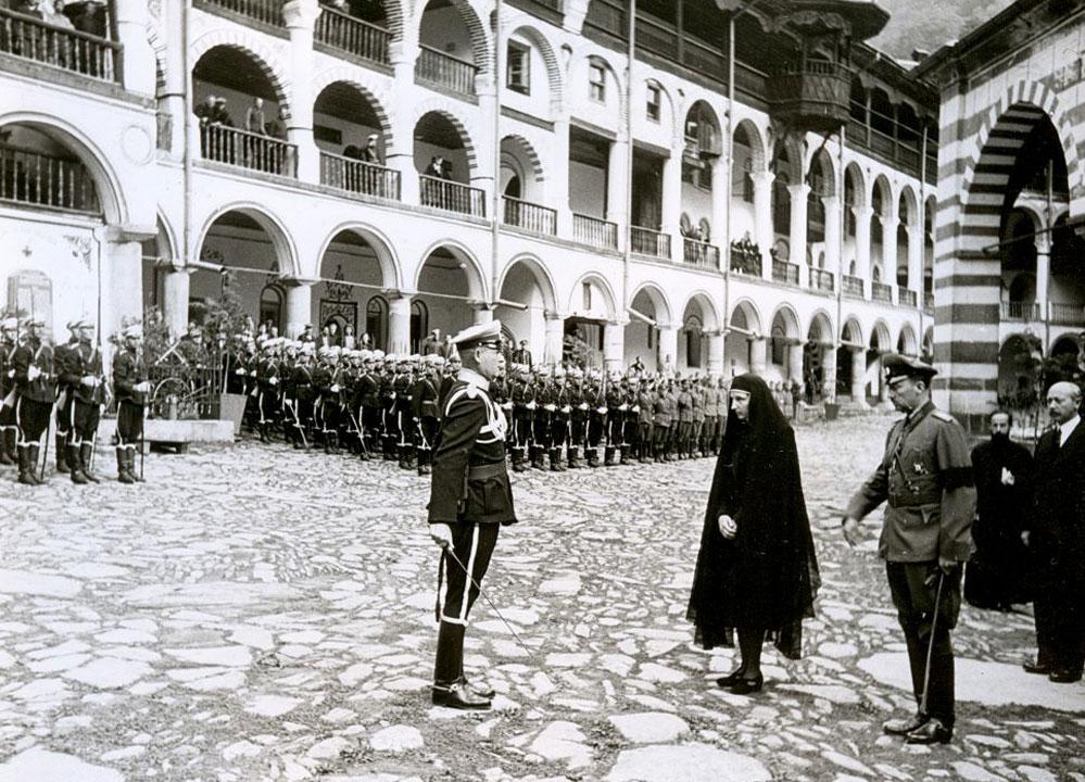 Н.В. Царицата Майка на България в Рилския монастир, 5 септември 1943 г.