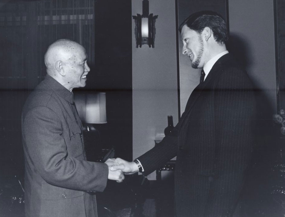 С легендарния предводител на Гуоминдана генералисимус Чан Кай-Шек, президент на Китайската република (Дн. Тайван), 1969 г.